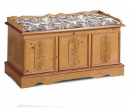 Woodburn Cedar Chest with Pad
